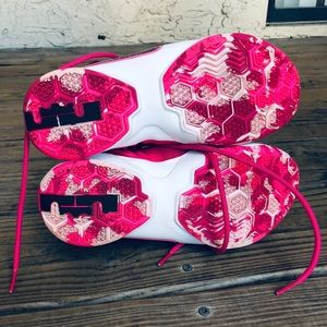 66277c6565f Nike ACG Shoes - LIMITED NIKE LeBron Soldier lx Breast Cancer